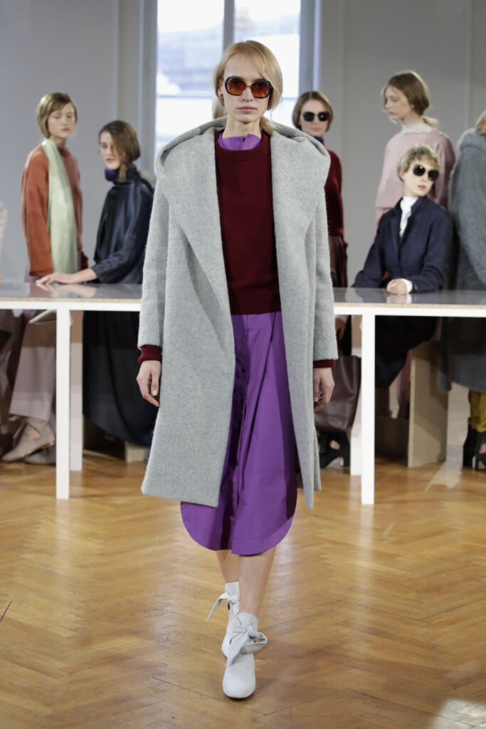 A model at the Perret Schaad presentation