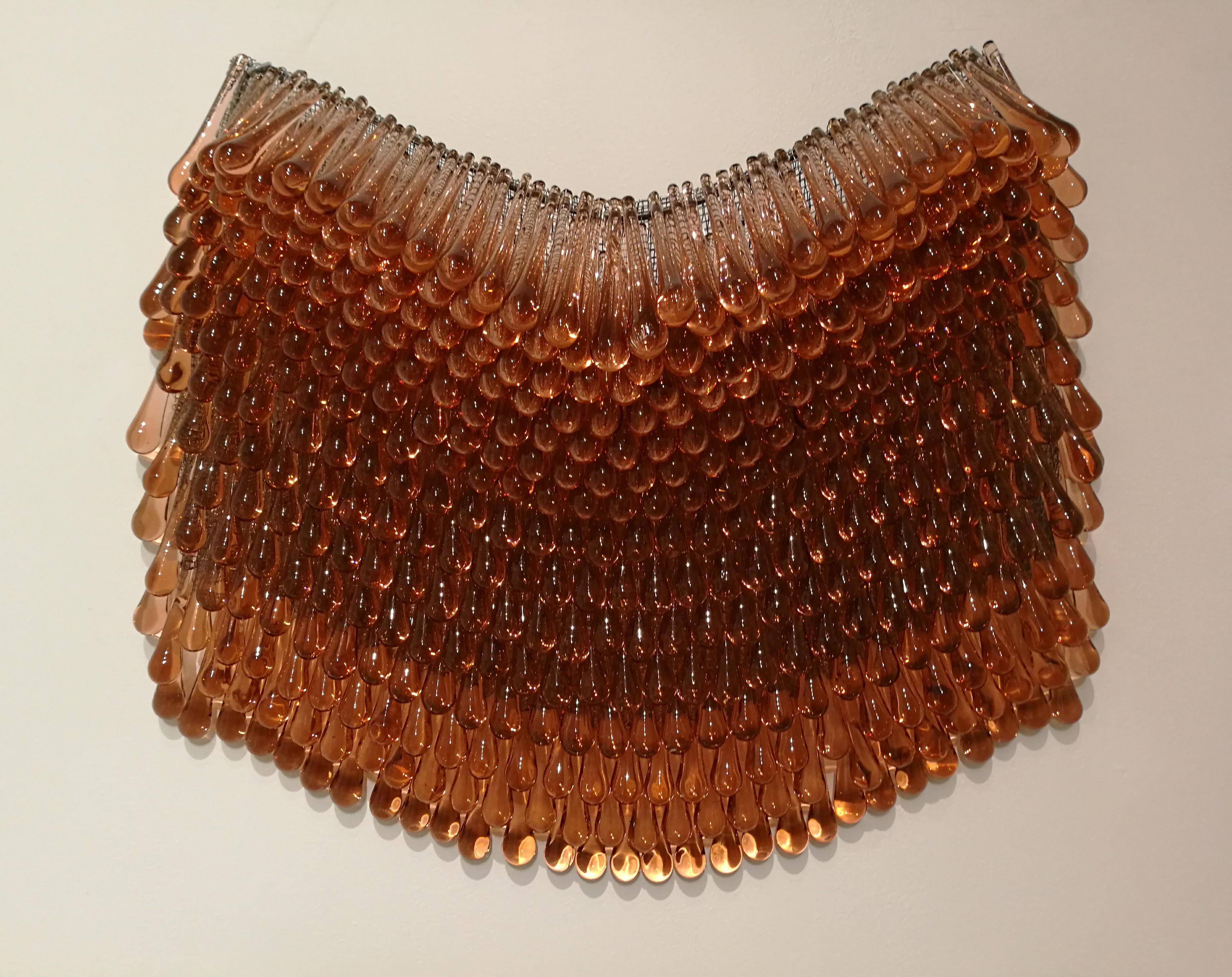 Jakowleff on lasitaiteilijana pyrkinyt haastamaan lasin imagoa yliestetisoituna materiaalina. Hän on yhdistellyt siihen epätavallisia materiaaleja, kuten nahkaa, turkiksia ja metalleja.